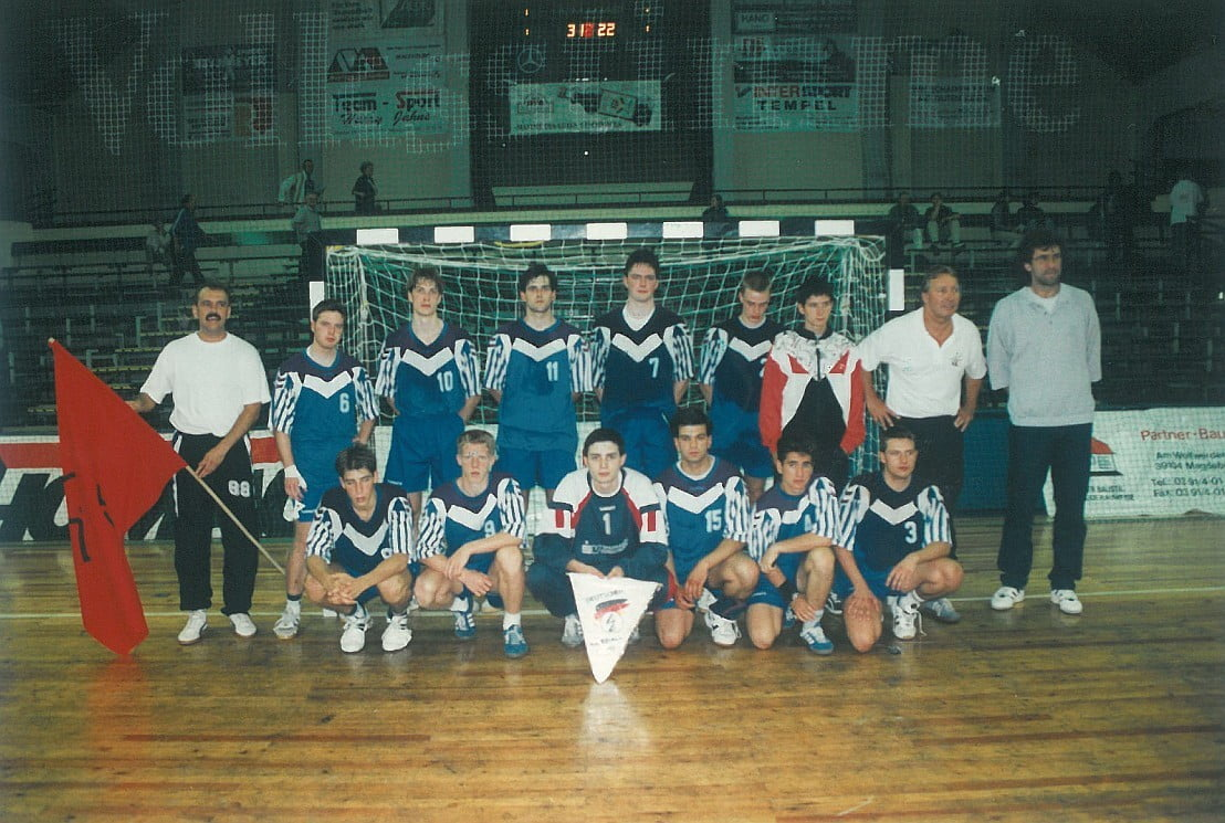 Juli 1996 - Eintracht Wiesbaden - Mannschaftsfoto nach Finale